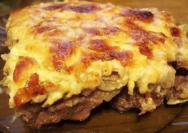 мясо свинины с луком и сыром в духовке