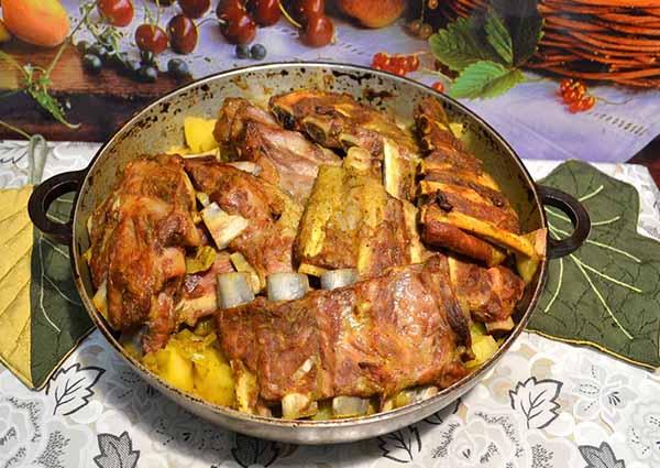 Свиные ребрышки. Рецепт приготовления с картофелем.