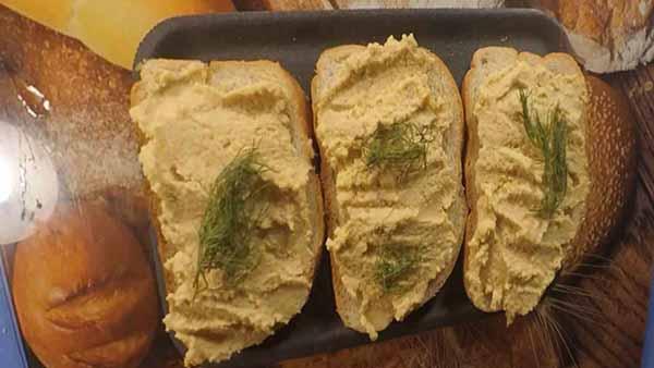 Легкая закуска из яичного паштета для бутербродов
